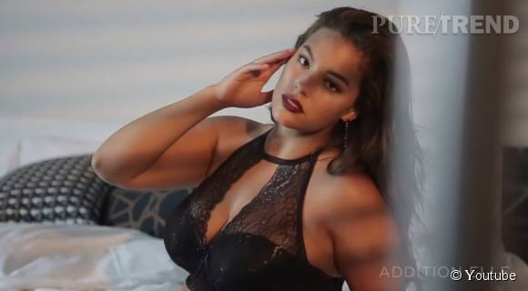 Ashley Graham présente la lingerie de fin d'année 2015 d'Addition Elle.