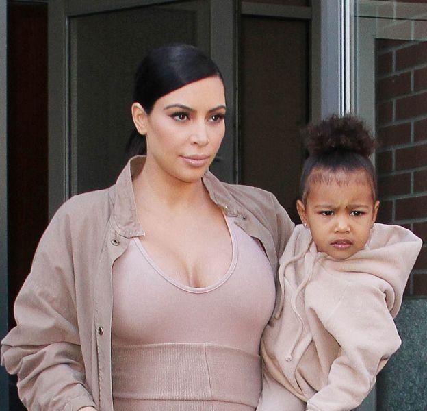Kim Kardashian a dévoilé la première photo de Saint avec North.