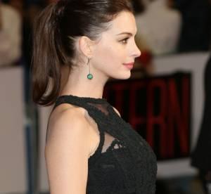 Anne Hathaway enceinte : pin-up au ventre très arrondi en bikini