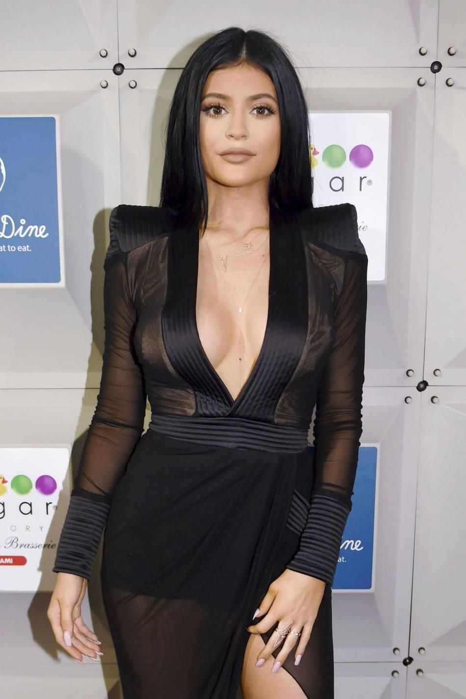 Kylie Jenner fait une nouvelle fois grimper les températures avec une vidéo ultra sexy diffusée sur son compte Instagram.