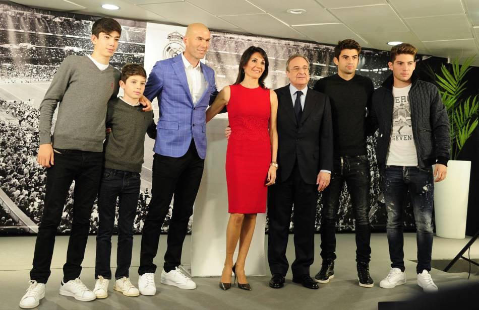 Zinedine Zidane est officiellement entraîneur du Real de Madrid.
