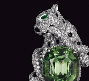 Bague Cartier en platine, tourmaline verte, onyx, émeraudes et diamants.