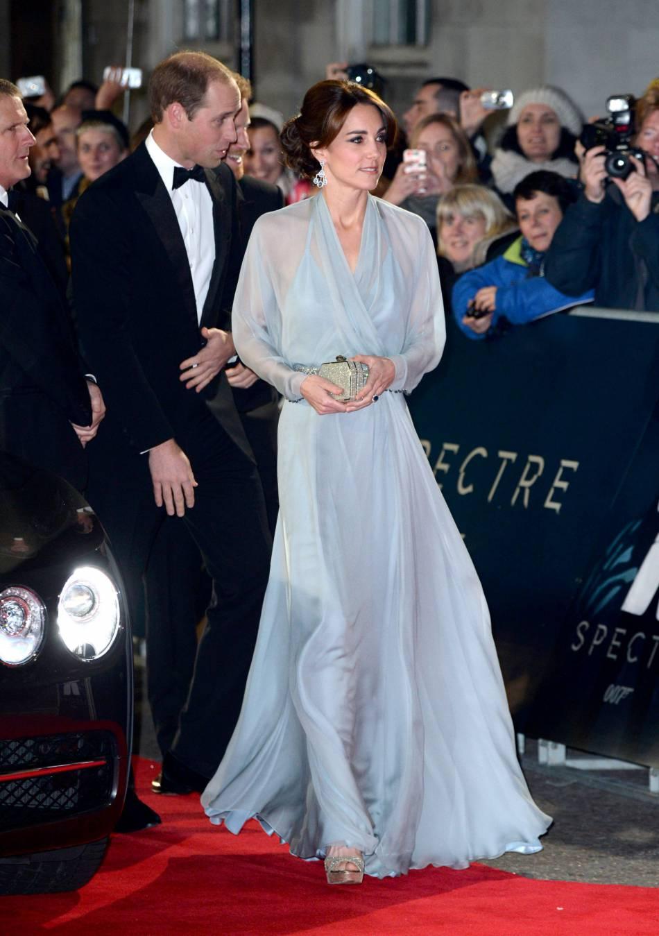 Kate porte aussi bien la robe de gala que le jean.