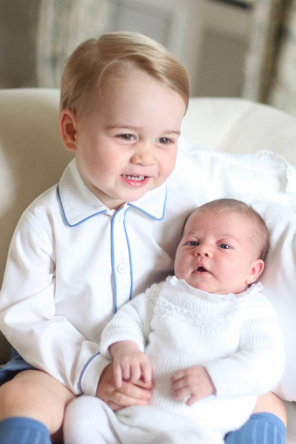 Le prince George et sa soeur, la princesse Charlotte.