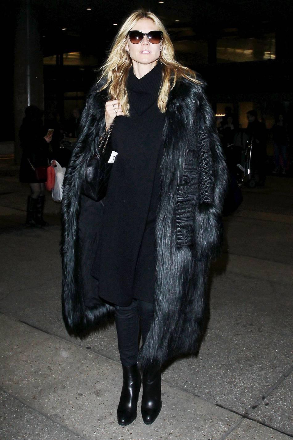 Heidi Klum se couvre toute en élégance.