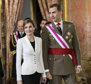 Letizia d'Espagne dégaine la jupe longue fendue pour débuter l'année 2016