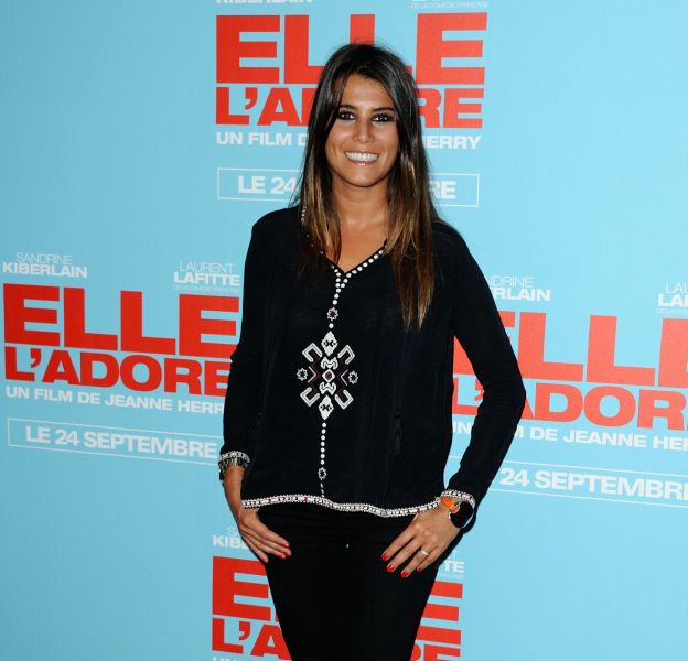 """Karine Ferri, plus enceinte que jamais, tient tout de même à finaliser le tournage de """"The Voice""""."""