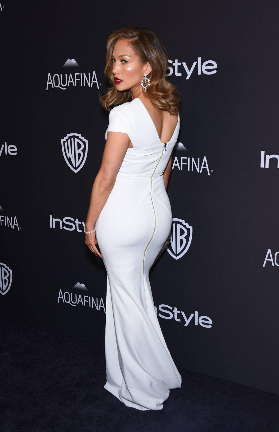 Jennifer Lopez, sublime dans sa robe fourreau blanche à la soirée du magazine  InStyle , ce dimanche 10 janvier 2016.
