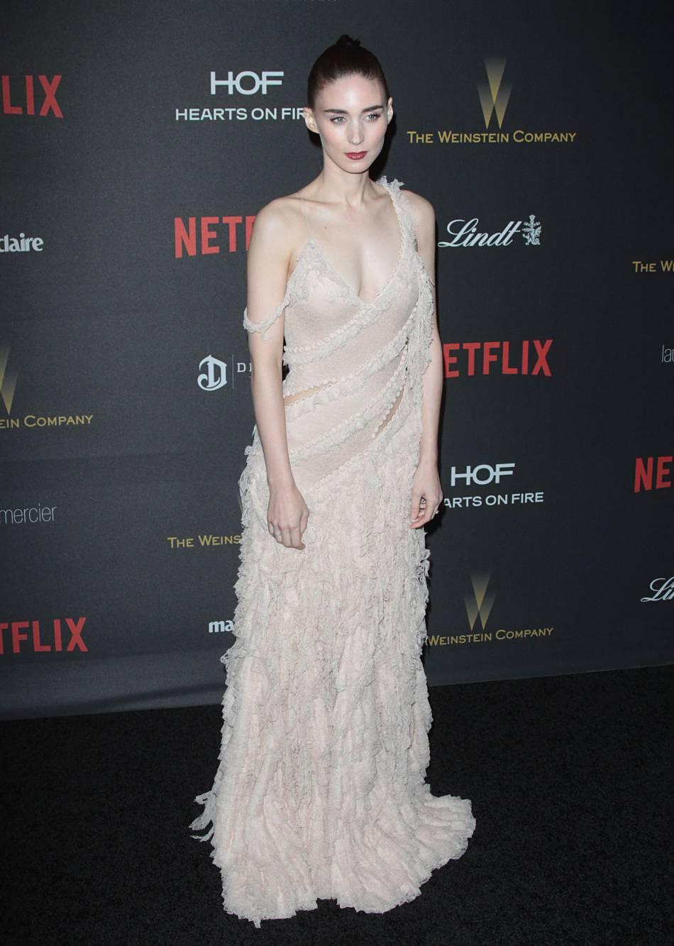 Rooney Mara en robe Alexander McQueen à la soirée du magazine  InStyle , ce dimanche 10 janvier 2016.