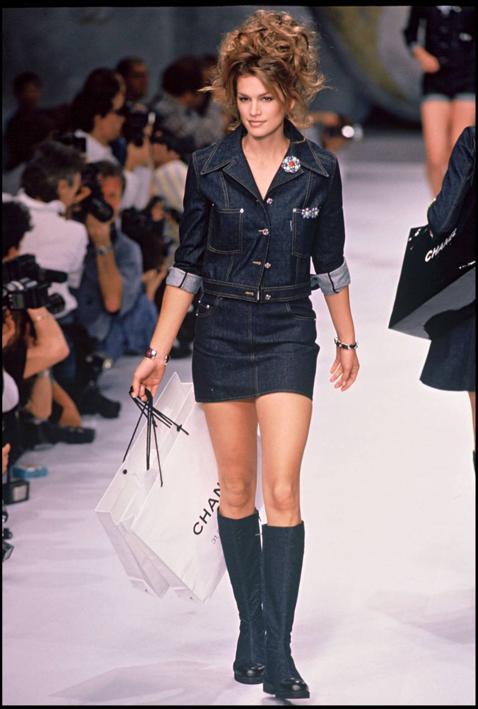 Cindy Crawford sur les podiums, à l'époque de sa carrière de top model.