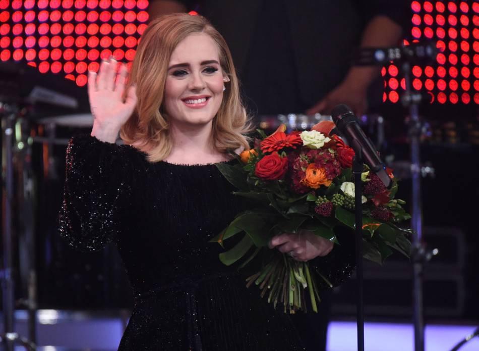 """Adele continue de battre des records avec son album """"25""""."""
