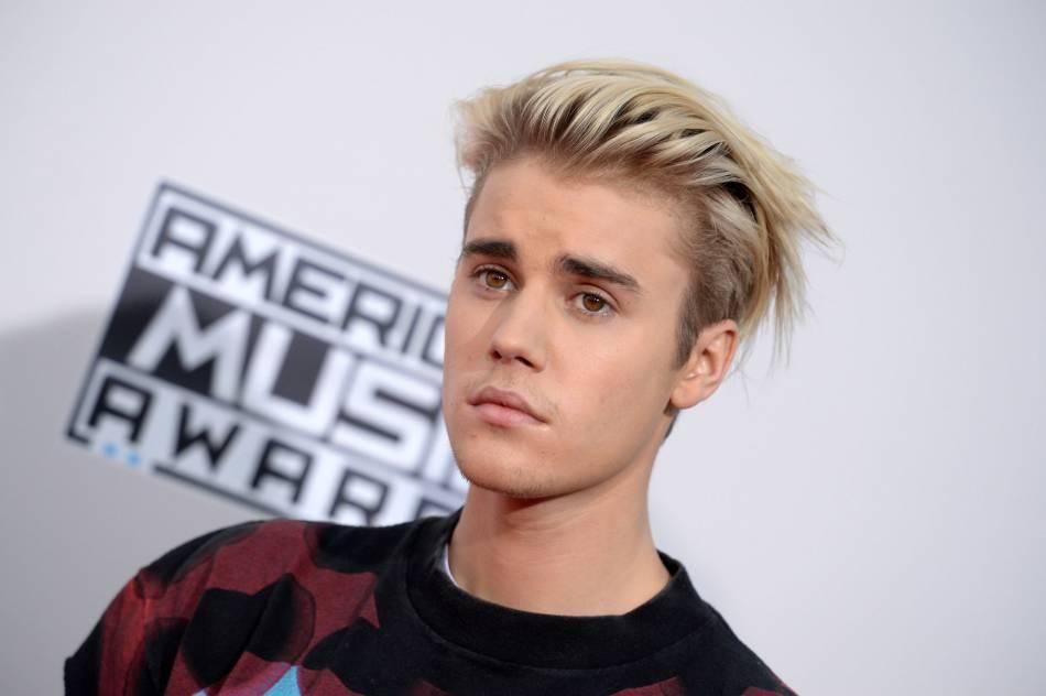 Justin Bieber aurait-il décidé de passer aux cheveux lilas après son blond platine ?