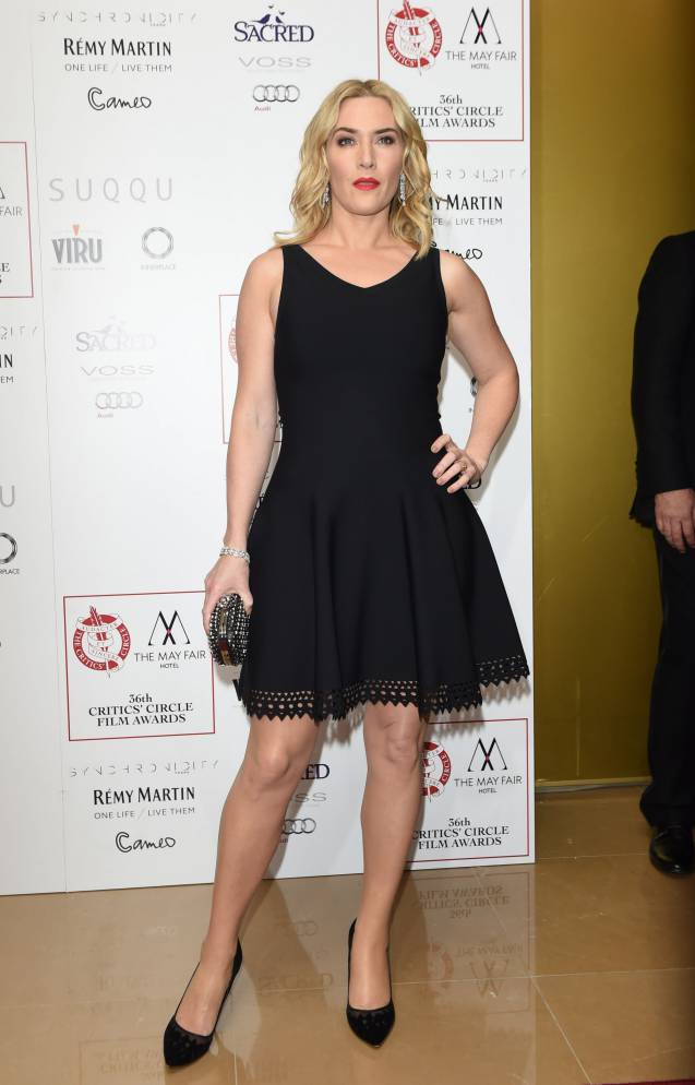 Kate Winslet opte pour une petite robe noir ultra sexy.