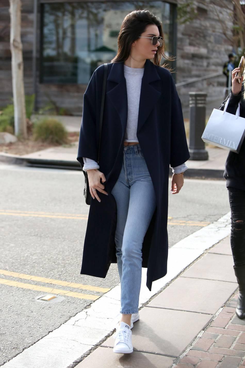 Kendall Jenner, décontractée dans un look 100% canon.