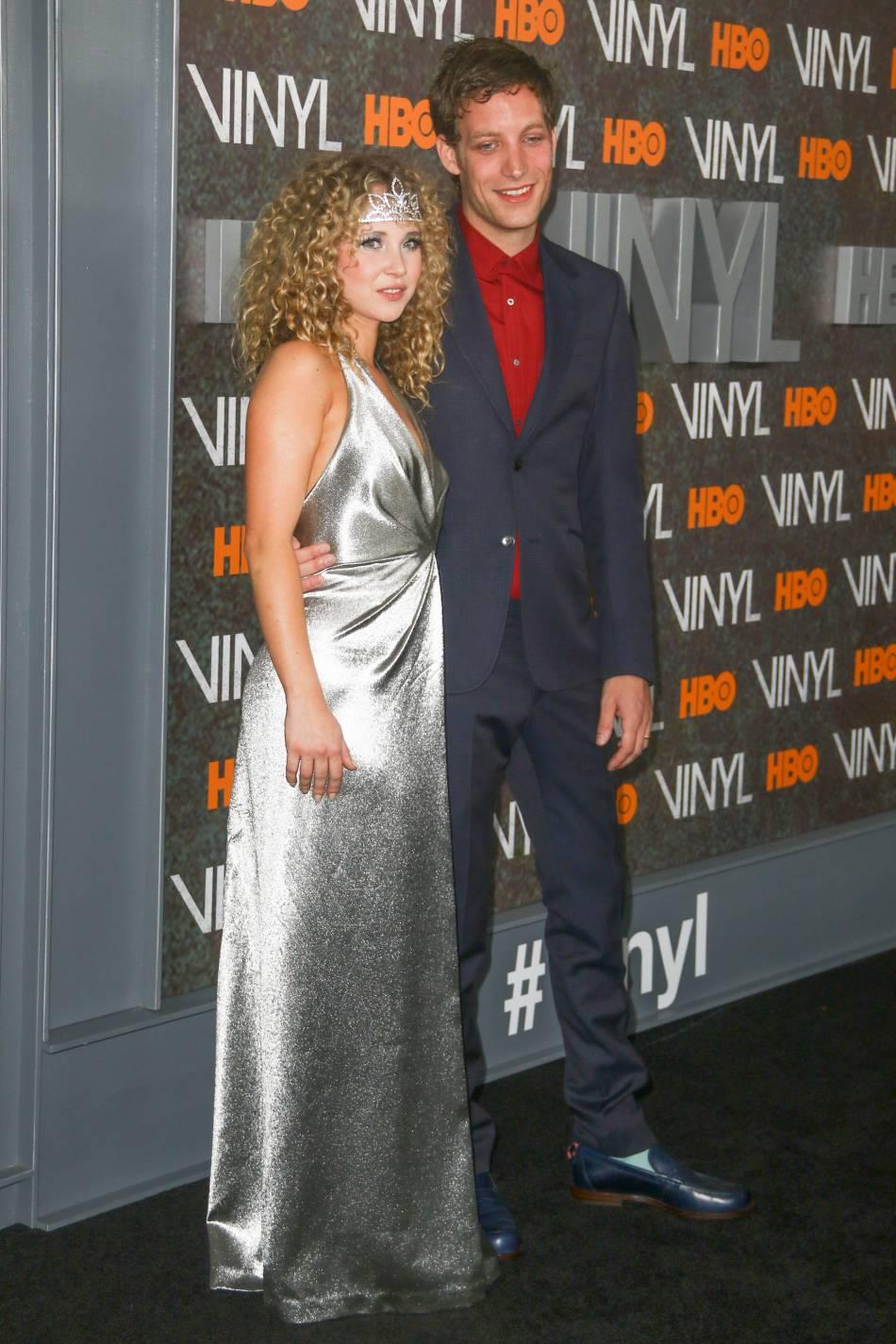 Juno prend la pose avec James Jagger, lui aussi au casting.