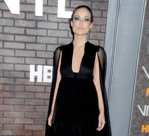 """Olivia Wilde fait sensation dans sa robe Valentino Printemps-Eté 2016 à l'avant-première de la série """"Vinyl""""."""
