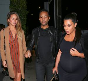 Chrissy Teigen : enceinte, elle demande conseil à Kim Kardashian
