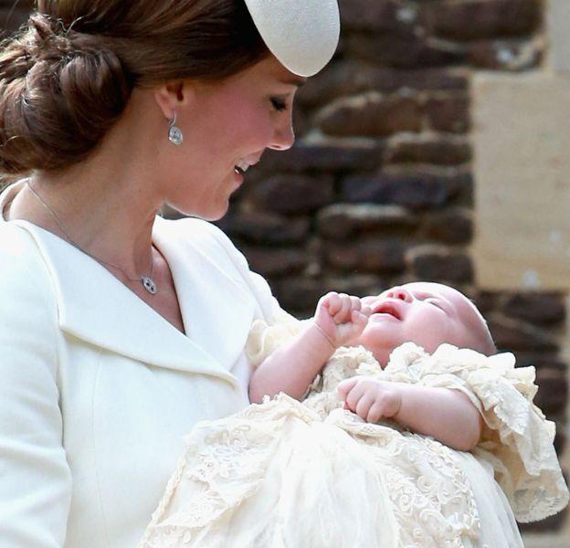 """A seulement 8 mois la princesse Charlotte prend la tête de la liste Tatler des """"gens qui comptent vraiment""""."""