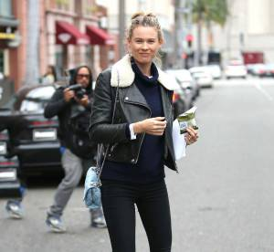 Behati Prinsloo : look rock en chaussures à plateformes... A shopper !