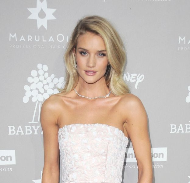 Rosie Huntington-Whiteley pose en dessous affriolants sur son compte Instagram.
