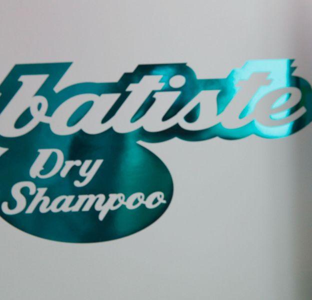 Le shampoing sec, précieux allié de filles pressées.