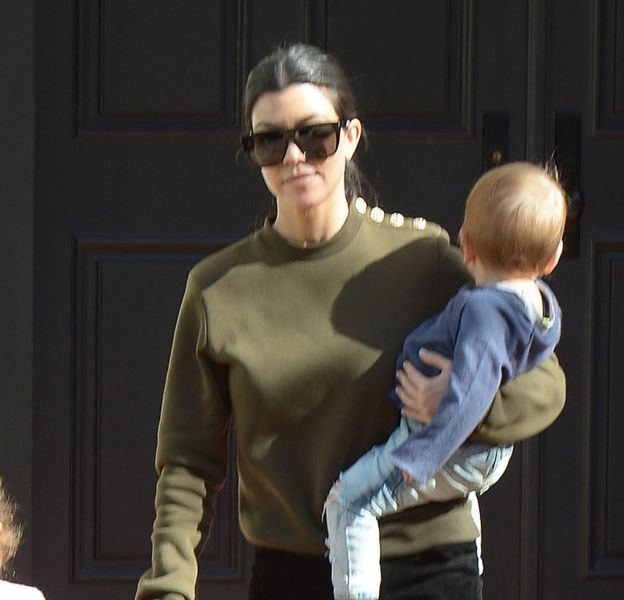 Kourtney Kardashian de sortie avec ses enfants ce jeudi 21 janvier 2016 à Los Angeles.