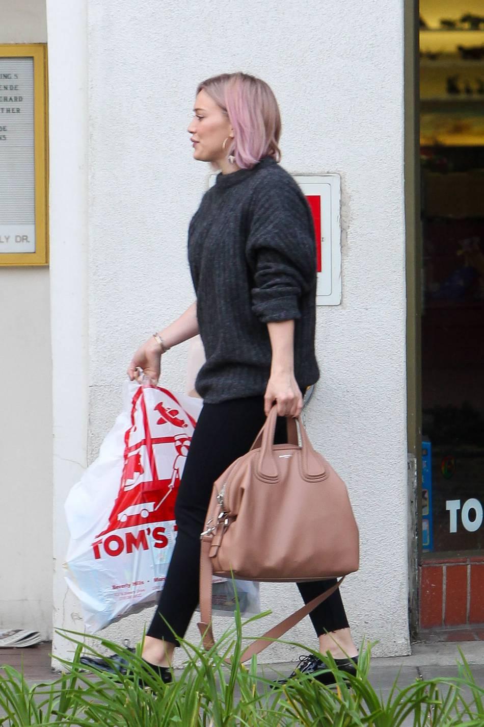 La chanteuse a été aperçue en virée shopping à Los Angeles.