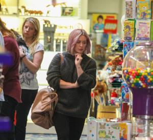 L'ex-blonde était à la recherche de jouets pour son fils Luca.