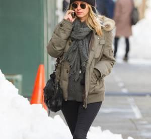 Nicky Hilton est une future maman épanouie et pour sortir elle n'hésite pas à enfiler des vêtements bien chauds et cosy.