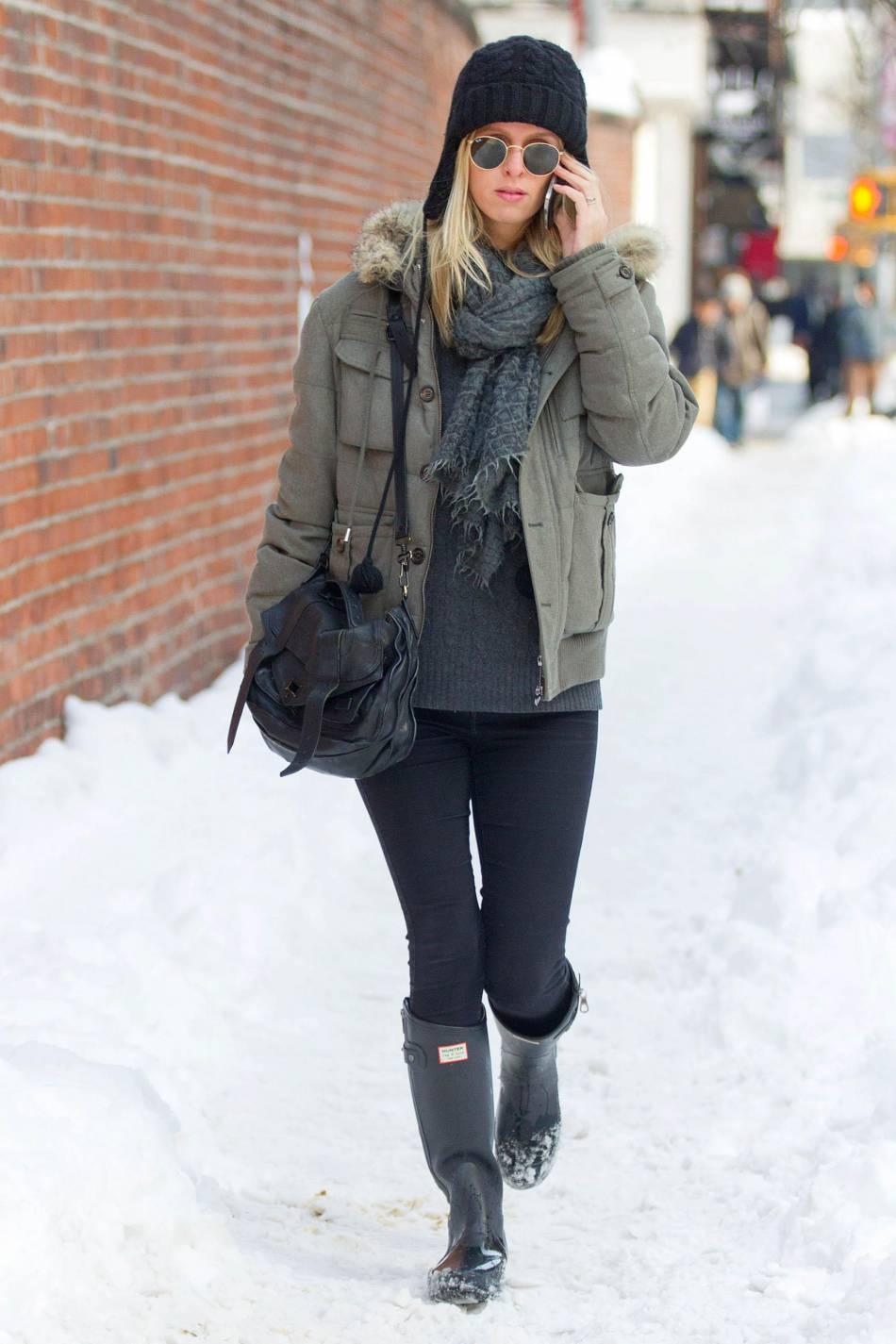 Nicky Hilton adopte un look hivernal très confortable.