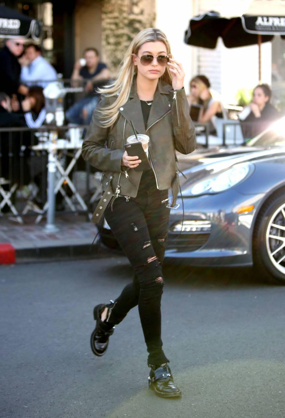 Hailey Destroy Jean En Perfecto Baldwin La Un Porte De Zara Cuir AwrI4qAx