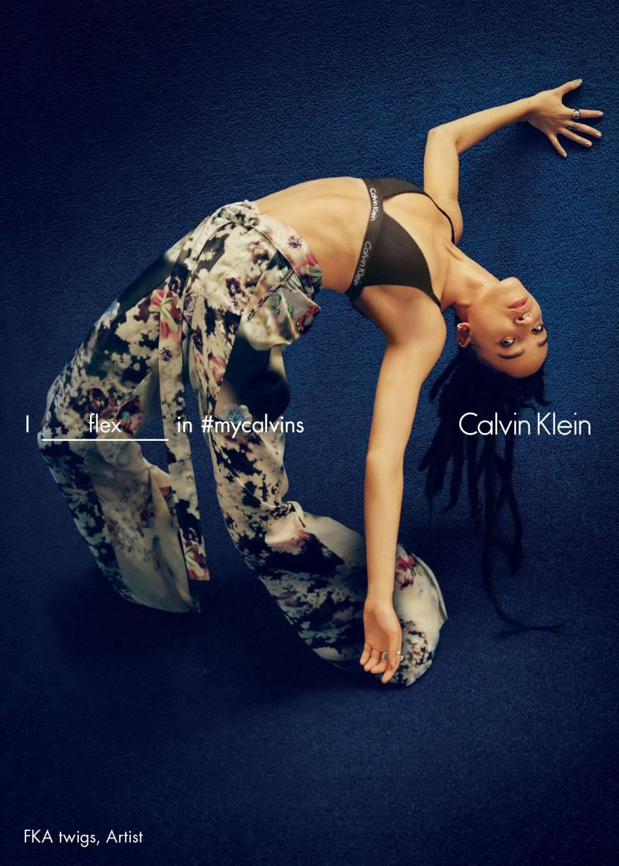 FKA twigspose pour la campagne Printemps-Été 2016 de Calvin Klein.