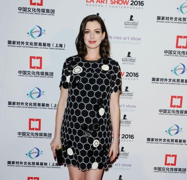 """Anne Hathaway à la soirée """"LA Art Show"""" ce mercredi 27 janvier 2016 à Los Angeles."""