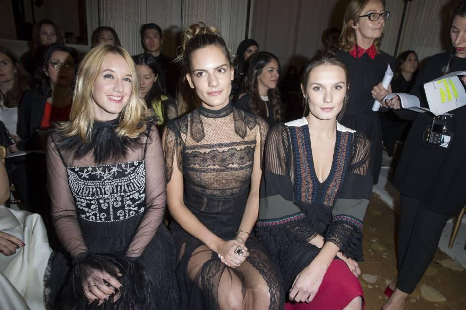 Ludivine Sagnier et Ana Girardotau défilé Haute Couture Printemps-Été 2016Valentino.