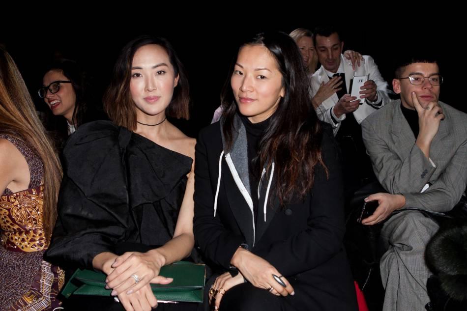 Les blogueuses Chriselle Lim et Susie Lau au défilé Haute Couture Printemps-Été 2016 Viktor & Rolf.
