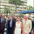 """Emmanuelle Béart entourée de Jacques Rivette et Michel Piccoli, à Cannes, pour présenter """"La belle noiseuse"""" en 1991."""