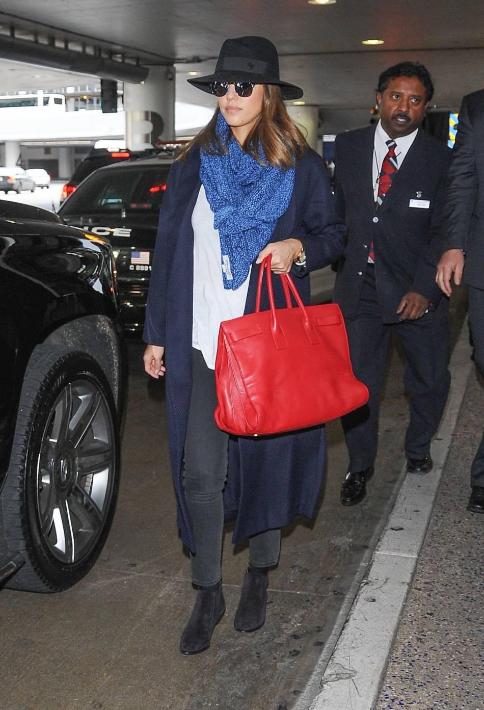 Jessica Alba, une belle leçon de style en trois accessoires.
