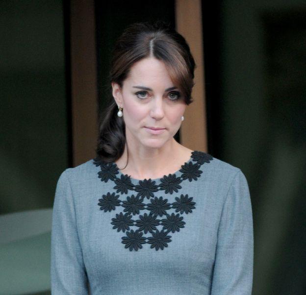 Kate Middleton serait poussée vers le trône par la reine.
