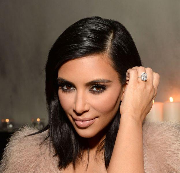 Kim Kardashian apparait moulée et clonée sur Instagram.