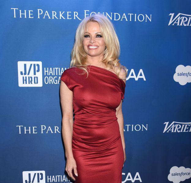 Pamela Anderson poste un cliché d'elle sous-vêtements et affole de nouveau la Toile.