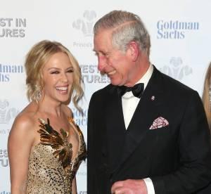 Kylie Minogue et son maxi décolleté, le prince Charles en rougit encore...