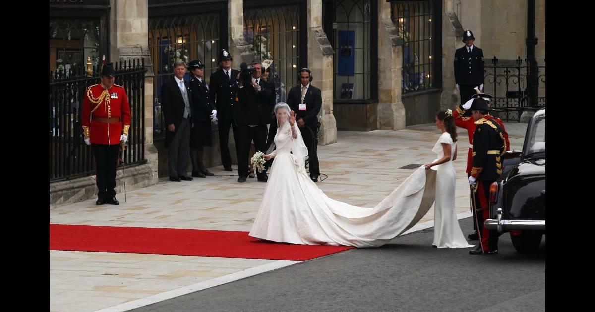 Kate middleton en robe sarah burton pour alexander for Alexander mcqueen robe de mariage