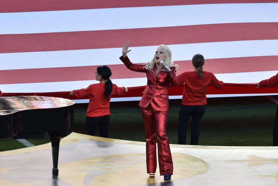 Lady Gaga chante l'hymne national ce 7 février 2016.