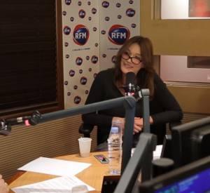 """Carla Bruni-Sarkozy sur le plateau de """"Un dimanche avec Karine"""" sur RFM, ce dimanche 7 février 2016."""