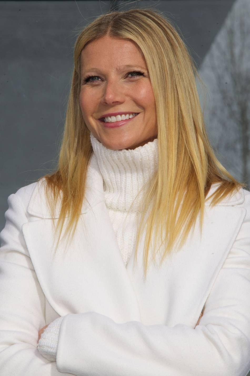 Gwyneth Paltrow, radieuse à souhait aux côtés de son enfant pour le Super Bowl.