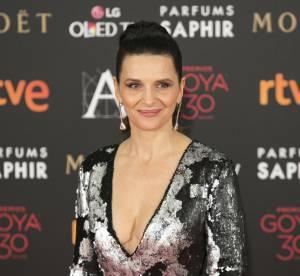 Juliette Binoche : son décolleté renversant aux Goya 2016