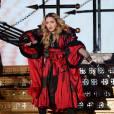 Madonna s'est retrouvée coincée dans son voile en plein concert.
