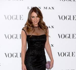 """Elizabeth Hurley au vernissage de l'exposition """"Vogue 100 : un siècle de style"""" à la National Portrait Gallery de Londres, ce mardi 9 février 2016."""
