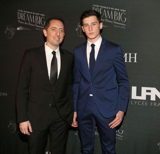 Gad Elmaleh a présenté son fils Noé au Gala du Lycée Français de New York.