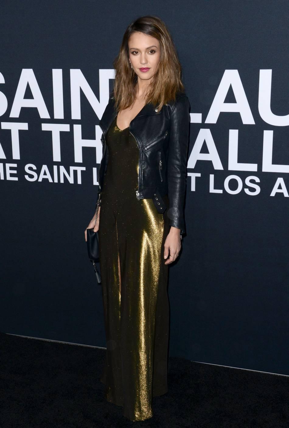 Jessica Alba au défilé Saint Laurent Paris Automne-Hiver 2016/2017, à Los Angeles.